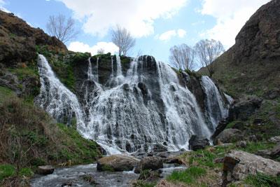 Один из самых полноводных водопадов Армении. Автор фото: Александр Любенко (Любен)