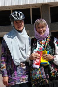 Велосипедистка из Киева и автомобилистка из Львова встретились на иранской границе. Автор фото Александр Любенко (Любен)