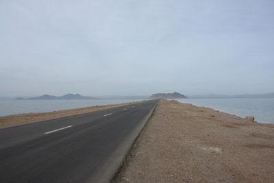 Дорога через соленое озеро Урмия. Автор фото Завирюхина Мария (Масяня)