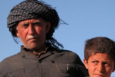 Иранский пастух. На самом деле он не перс, а курд, о чем свидетельствует чалма и шаровары, которые в кадр не попали:) Автор фото Завирюхина Мария (Масяня)