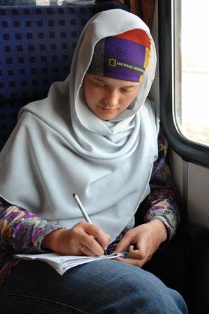 Масяня пишет отчет в иранском поезде. Автор фото Александр Любенко (Любен)